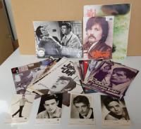 Delon, Alain. Sammlung von 62 Memorabilien.